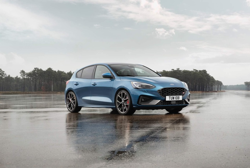Ford Focus ST manh ngang ngua Mustang, gia tu 38.600 USD hinh anh 1