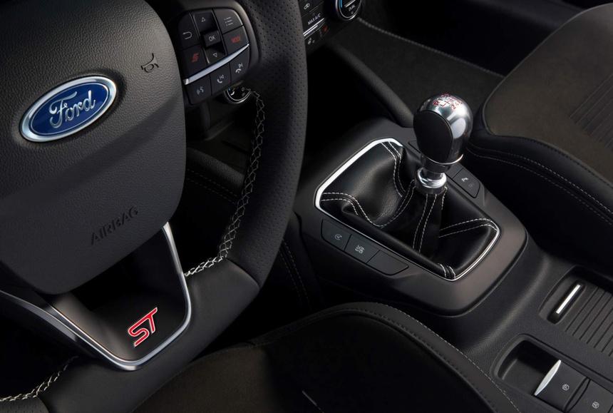 Ford Focus ST manh ngang ngua Mustang, gia tu 38.600 USD hinh anh 3