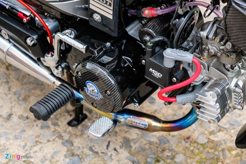 Honda Dream duoc do dan ao carbon tai TP.HCM anh 12