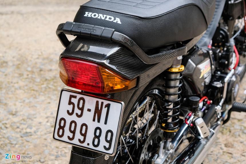 Honda Dream duoc do dan ao carbon tai TP.HCM anh 11