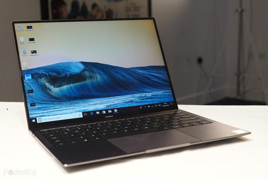 Chiếc laptop của Huawei có viền màn hình mỏng, kiểu dáng cũng rất gọn gàng  và được trang bị 2 cổng Thunderbolt 3 cùng cổng USB 3.0.