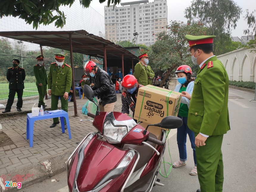cach ly tap trung o truong Tieu hoc Xuan Phuong anh 2
