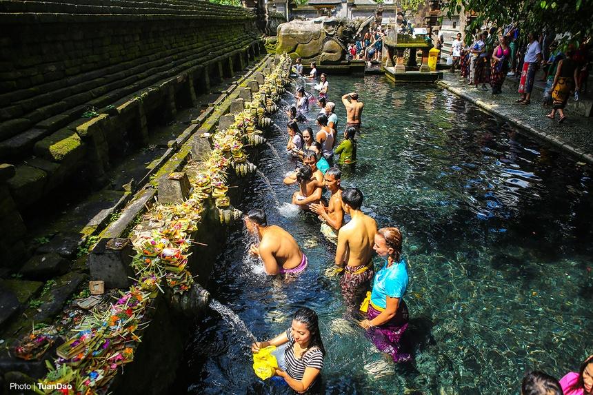 Kết quả hình ảnh cho Đền suối nước Tirta Empul