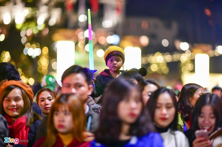 Da Lat ruc ro trong dem khai mac Festival hoa hinh anh 9 nguoi_dan_zing4.JPG