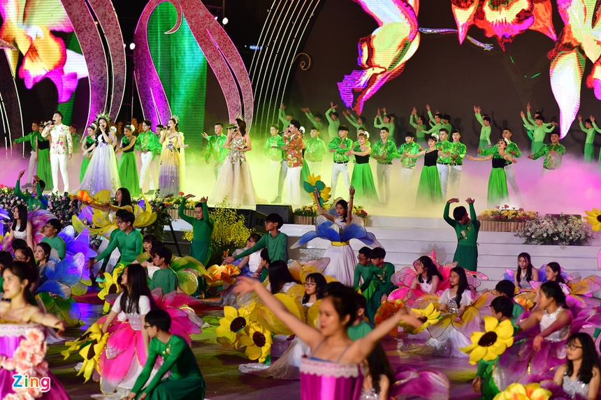 Da Lat ruc ro trong dem khai mac Festival hoa hinh anh 3 san_khau_zing2.JPG