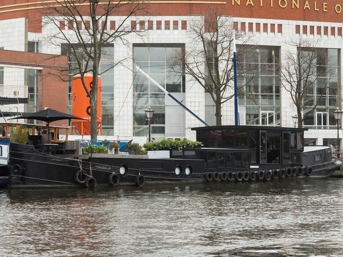 Ben trong 'cung dien noi' xa xi tren song o Amsterdam hinh anh 1