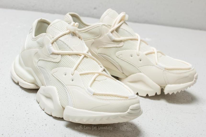 8 mau giay sneaker duoc du doan len ngoi trong dip Tet Ky Hoi 2019 hinh anh 4