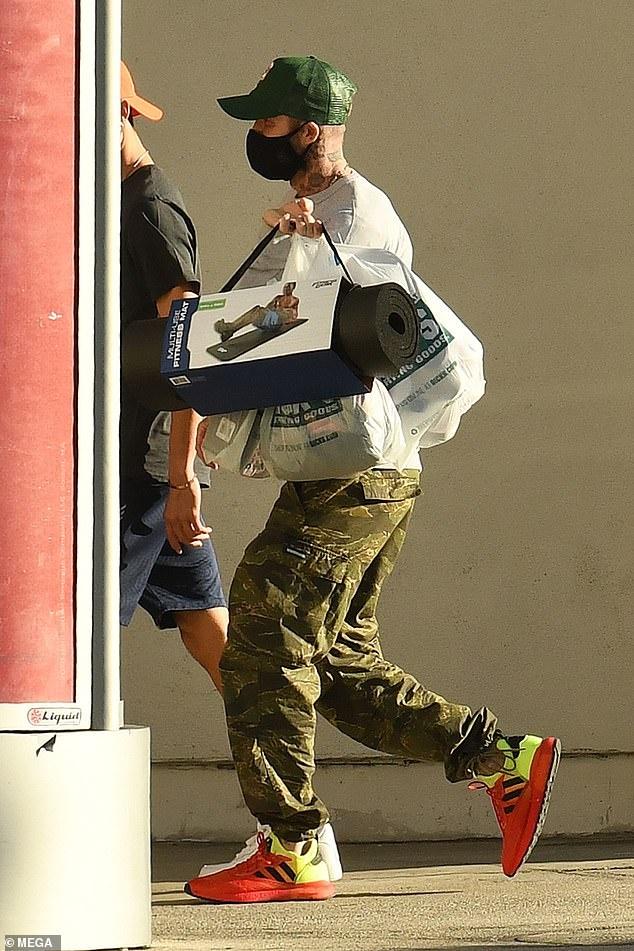 David Beckham xuat hien cung hai con sau khi roi Anh anh 2
