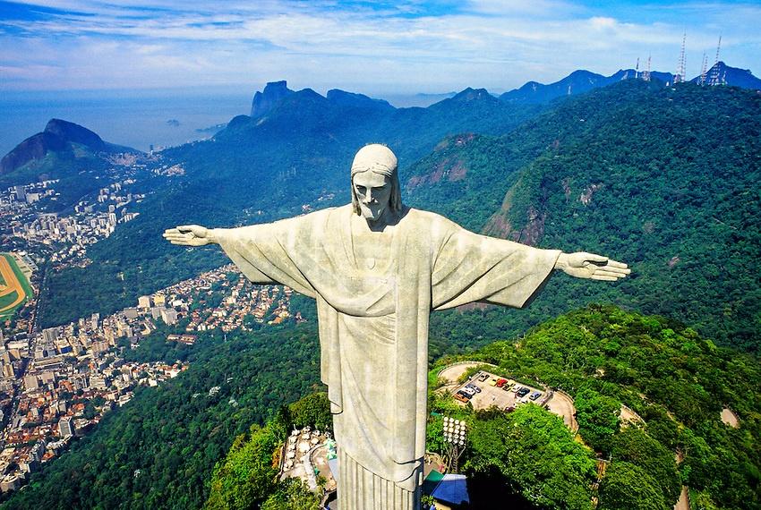 Công trình này không những mang ý nghĩa tôn giáo với hình dáng Chúa dang  tay che chở tượng trưng cây thánh giá d2bd18c1f231f