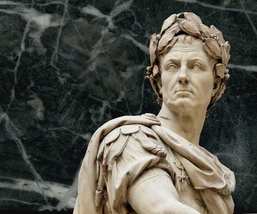 Caesar tung ngu voi mot vua khac, co con voi nu hoang Cleopatra hinh anh 1