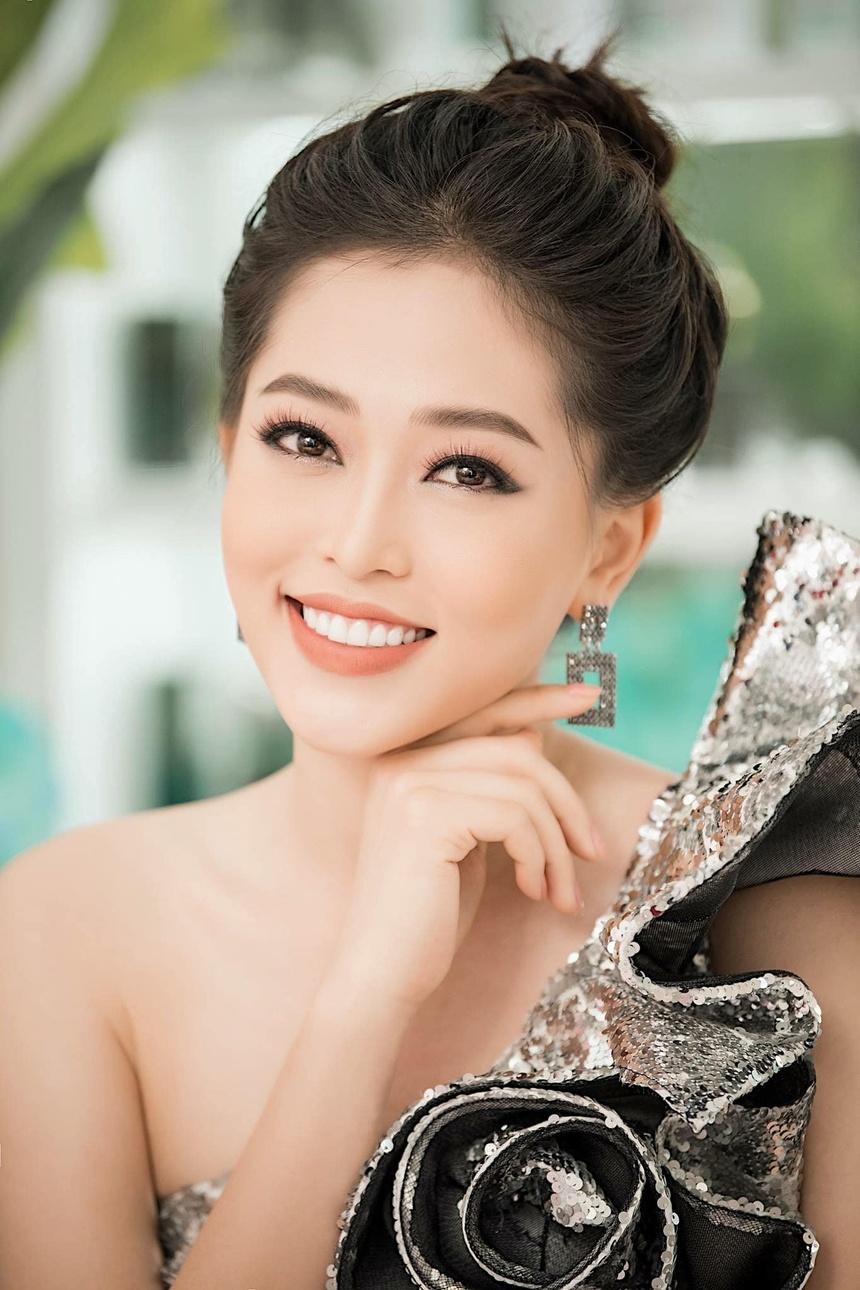 Sau nua nam, Top 5 Hoa hau Viet Nam goi cam hon, cong khai tinh yeu hinh anh 6
