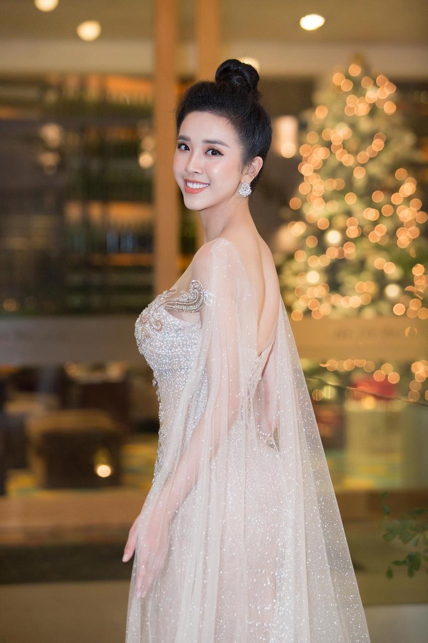 Sau nua nam, Top 5 Hoa hau Viet Nam goi cam hon, cong khai tinh yeu hinh anh 8