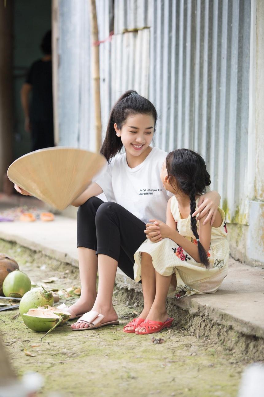Sau nua nam, Top 5 Hoa hau Viet Nam goi cam hon, cong khai tinh yeu hinh anh 9