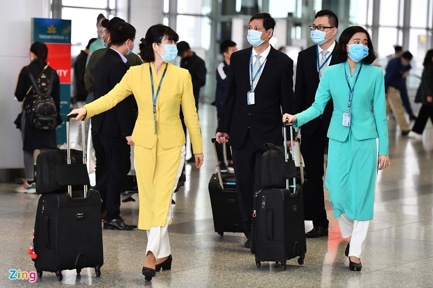 tiep vien vietnam airlines lay covid anh 1