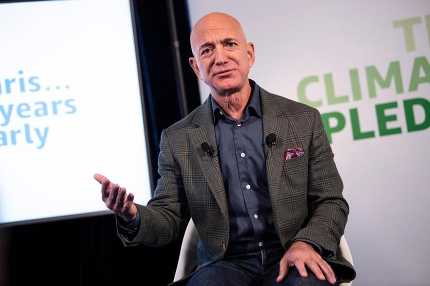Jeff Bezos mua sieu du thuyen anh 1