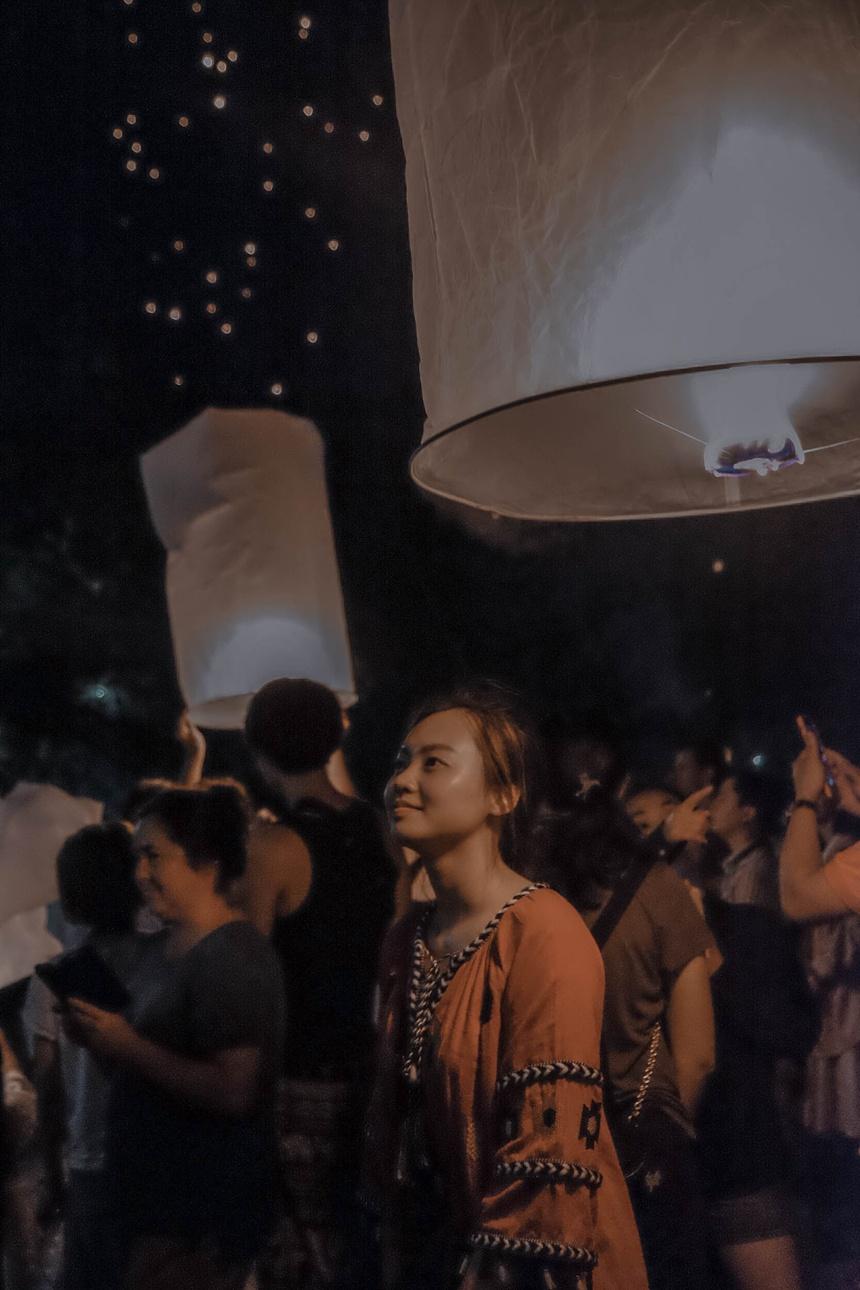Den Thai Lan, nhat dinh phai mot lan xem le hoi den troi Yee Peng hinh anh 49
