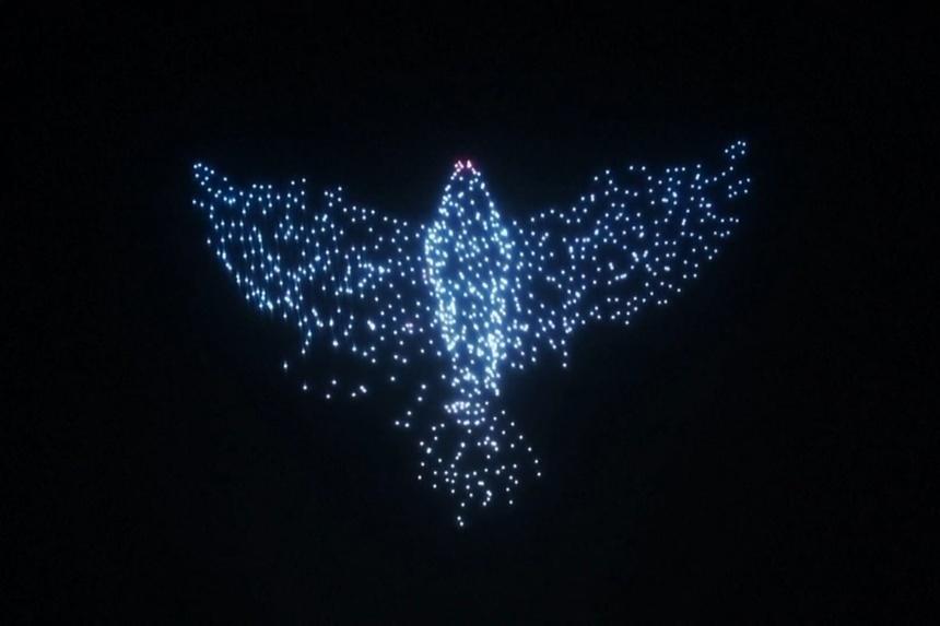 Hơn 1.000 drone thắp sáng bầu trời đêm ở Nga