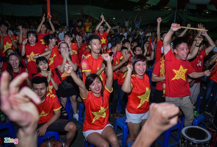 Tối 23/8, trận bóng đá vòng đấu loại trực tiếp giữa hai đội tuyển Olympic Việt  Nam và Olympic Bahrain tại ASIAD 2018 diễn ra đã được các CĐV ở quê nhà ...