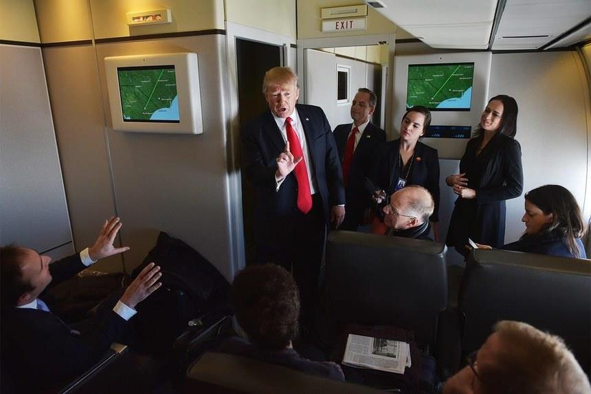 'Nhu bi giam cam' - trai nghiem tren chiec Air Force One cua TT Trump hinh anh 3