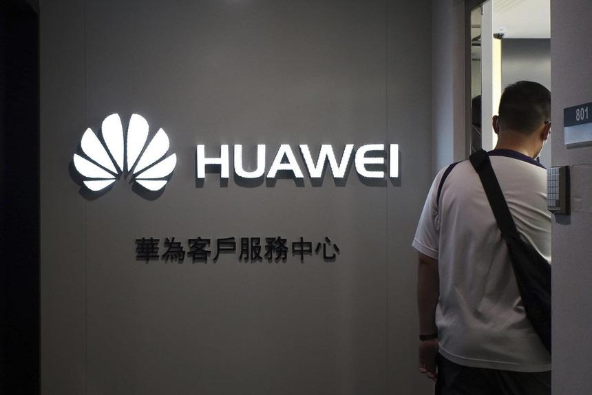 Huawei vẫn quá phụ thuộc vào công nghệ Mỹ. Ảnh: AP.