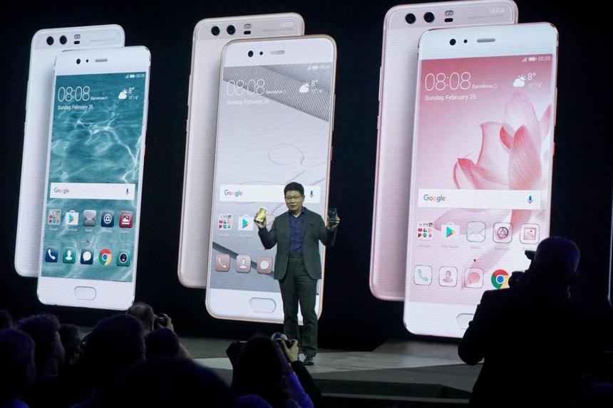 Điện thoại của Huawei có thể sẽ không được sử dụng hệ điều hành Android của Google. Ảnh: Nikkei.