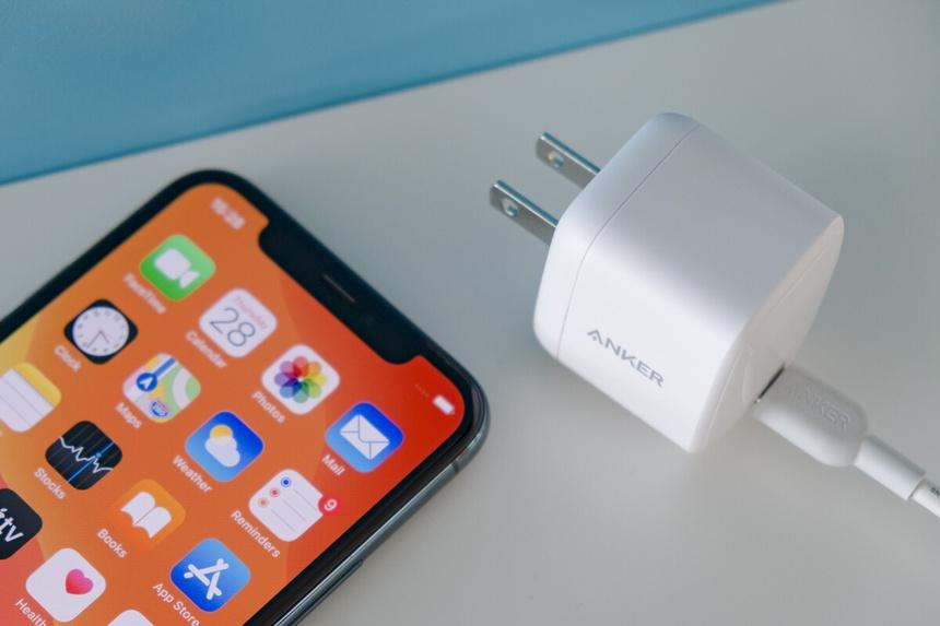 Các thông tin cần biết về cục sạc iPhone 12 Pro Max chính hãng 2