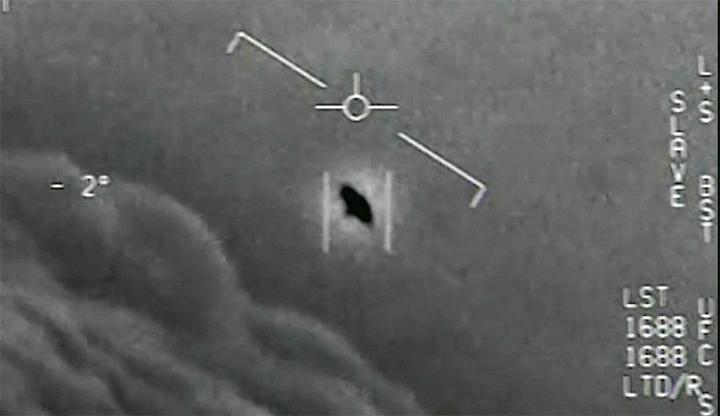 Cựu phi công Hải quân Mỹ khẳng định nhìn thấy UFO hàng trăm lần