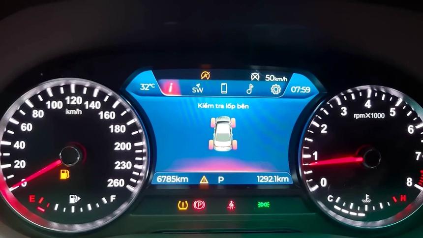 xe VinFast Lux A2.0 bi to gap nhieu loi anh 1