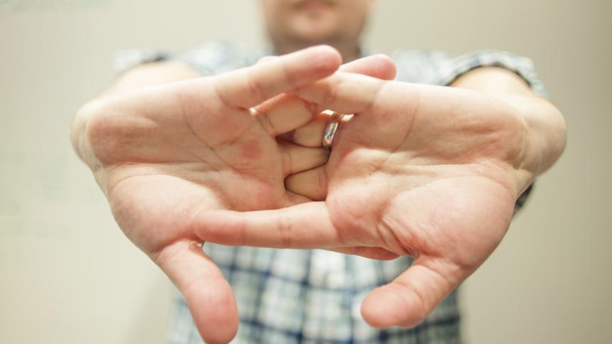 7 thói quen có thể hủy hoại sức khỏe của bạn Be_khop_gay_hai