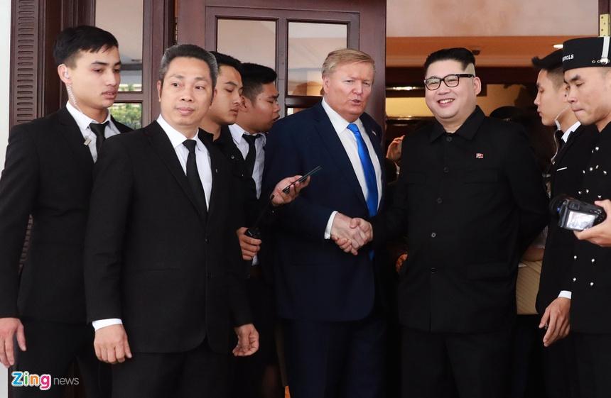 Trump - Kim gia nao dong trung tam Ha Noi, bi 'tong' khoi khach san hinh anh 7