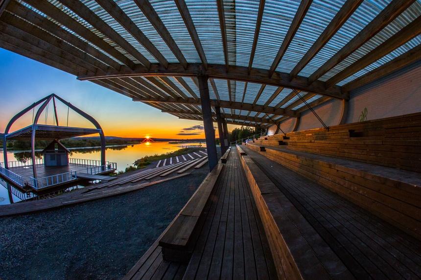 Người Phần Lan ngắm mặt trời lúc nửa đêm