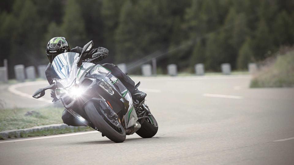 Kawasaki Ninja H2 SX SE+ 2019 hien dai hon, gia tu 25.000 USD hinh anh 4