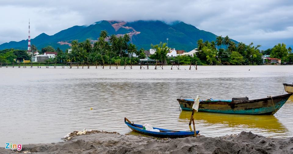 Resort, biet thu 5 sao xe nui 'treo tren dau dan' o Nha Trang hinh anh 1