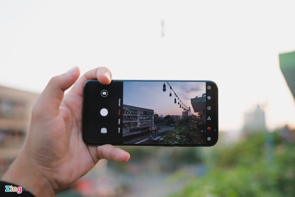 Chi tiết smartphone mỏng nhẹ nhất 2018 giá 11 triệu ở VN - 246731