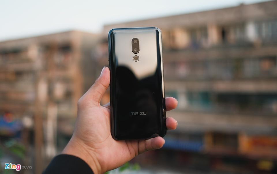 Chi tiết smartphone mỏng nhẹ nhất 2018 giá 11 triệu ở VN - 246727