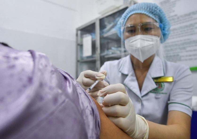 gan-99-nguoi-tren-18-tuoi-tai-tphcm-da-duoc-tiem-vaccine-covid-19