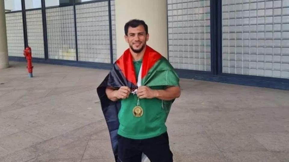 van-dong-vien-algeria-bo-thi-olympic-de-tranh-doi-thu-nguoi-israel