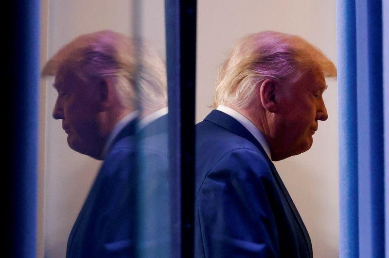 Chinh phu Trump bat dau chuyen giao quyen luc, bau cu My den hoi ket? hinh anh