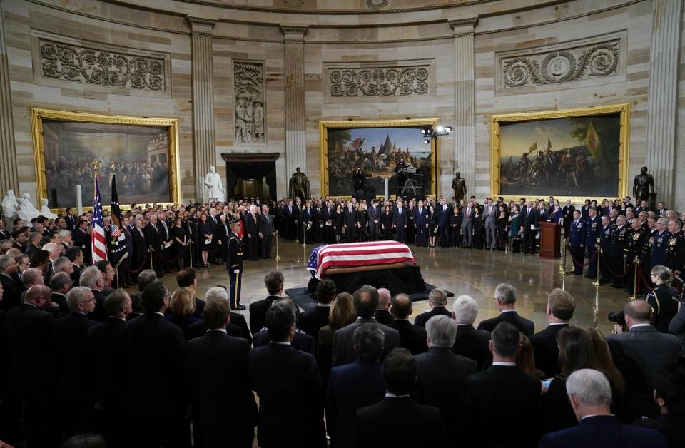 Linh cuu Bush 'cha' den Dien Capitol trong hoang hon Washington D.C hinh anh 7