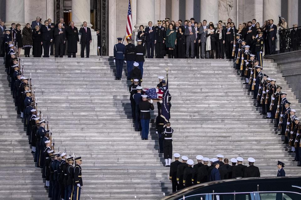 Linh cuu Bush 'cha' den Dien Capitol trong hoang hon Washington D.C hinh anh 5