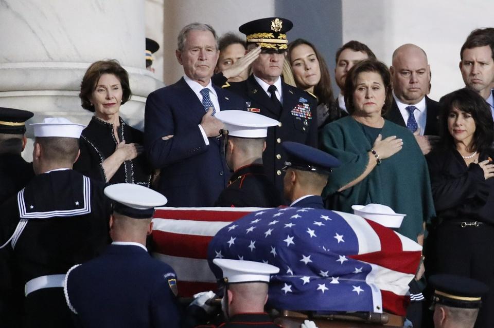 Linh cuu Bush 'cha' den Dien Capitol trong hoang hon Washington D.C hinh anh 6