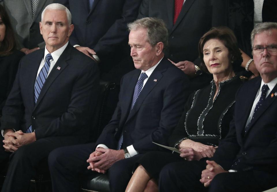 Linh cuu Bush 'cha' den Dien Capitol trong hoang hon Washington D.C hinh anh 10