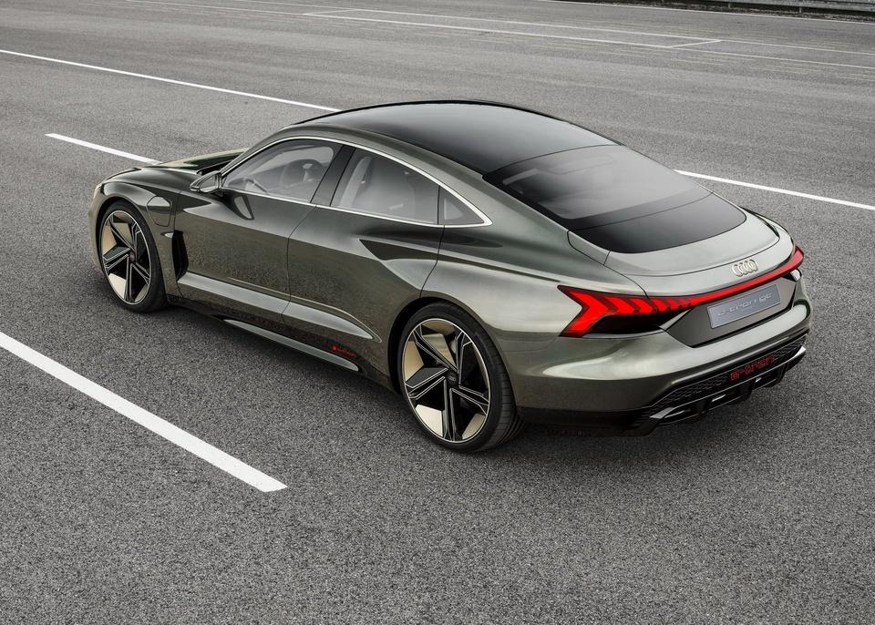 Audi e-tron GT Concept - dep mat, manh me va thong minh hinh anh 6