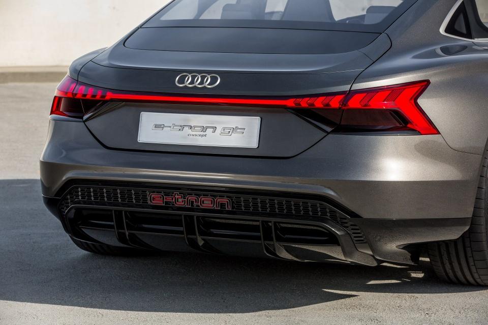 Audi e-tron GT Concept - dep mat, manh me va thong minh hinh anh 5