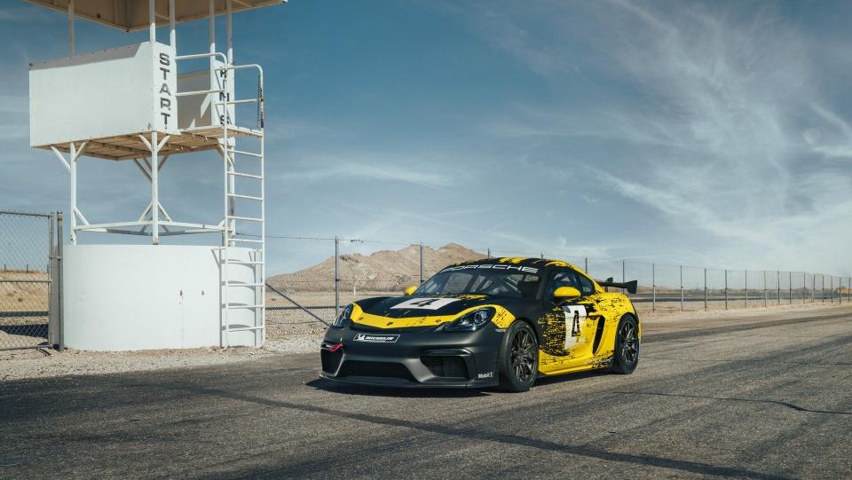 Xe dua Porsche 718 Cayman GT4 Clubsport gia hon 150.000 USD hinh anh 1