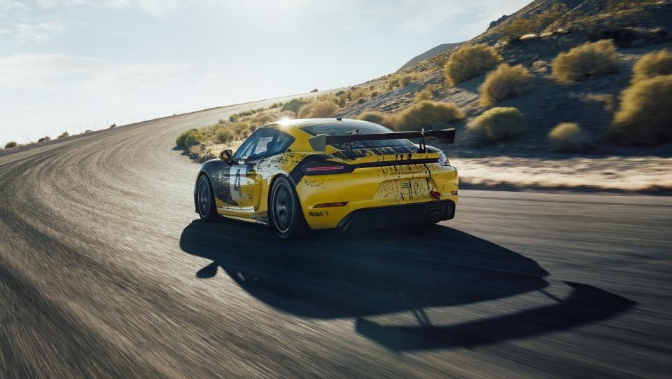 Xe dua Porsche 718 Cayman GT4 Clubsport gia hon 150.000 USD hinh anh 5