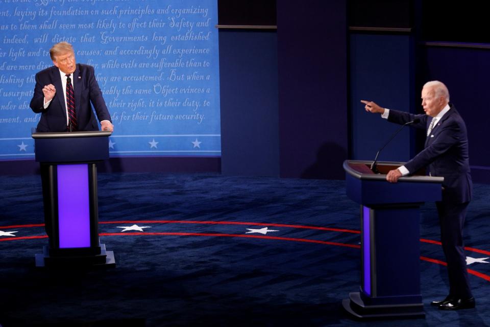 Ai thang the trong cuoc tranh luan Trump - Biden dau tien? hinh anh