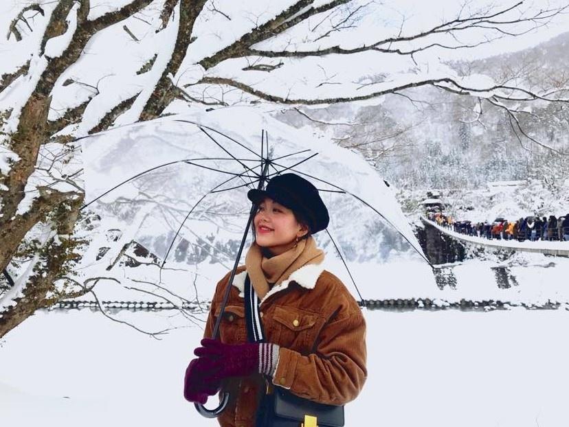 Giới trẻ say sưa tạo dáng với tuyết ở làng cổ tích Nhật Bản - ảnh 8