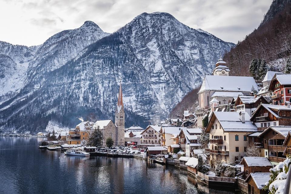 https://znews-photo.zadn.vn/w960/Uploaded/mdf_nkxdwz/2018_12_18/AustriaHallstattPostcardSnowWinter.jpg