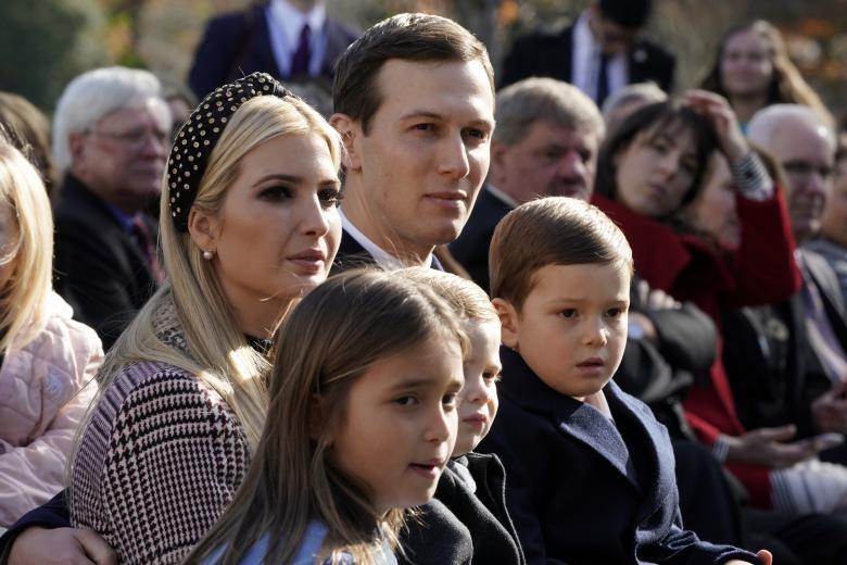 Gia đình Ivanka Trump và con rể Jared Kushner cũng có mặt tại lễ ân xá gà tây. (Ảnh: Reuters)